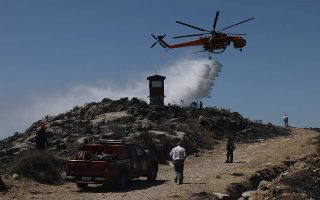 firefighters-tackle-blaze-on-mount-hymettus-near-athens