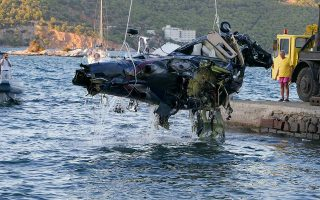 helicopter-wreckage-lifted-from-sea-off-poros