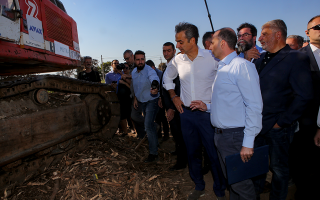 pm-pledges-to-rebuild-fire-ravaged-town-in-visit-to-cleared-plot