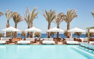 new-five-star-beachfront-resort-on-santorini