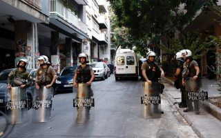 migrants-evicted-from-exarchia-squats-to-go-to-state-facilities