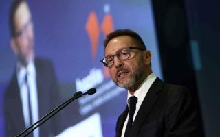top-corruption-prosecutor-shelves-suit-against-stournaras-in-novartis-case