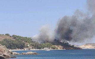 firemen-evacuate-hospital-in-leros