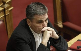 tsakalotos-accuses-nd-gov-t-of-piggybacking-on-syriza-legacy