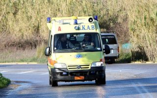 vehicle-crammed-with-migrants-crashes-in-greece-3-dead