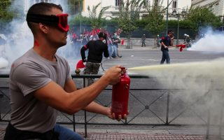 greek-students-clash-with-riot-police-during-protest-against-education-reforms