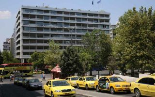 finance-ministry-aims-to-lure-super-rich-to-greek-tax-register