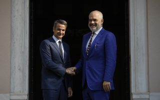 rama-pledges-to-stick-to-reforms-in-meeting-with-mitsotakis