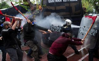 greek-students-clash-with-riot-police