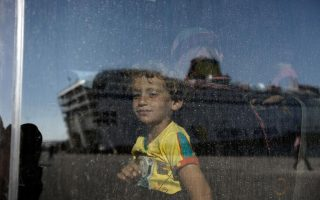 crete-mayors-agree-to-take-in-400-refugee-children