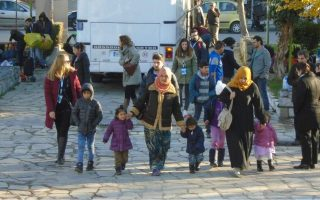 minister-says-20-000-refugees-to-be-transferred-from-greek-islands-by-year-end