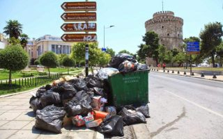 trash-piling-up-in-cities-as-municipal-workers-strike