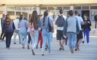 condom-use-is-dropping-among-greek-teens-survey-shows