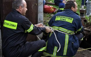 rescue-workers-seek-two-women-in-evia-mountains