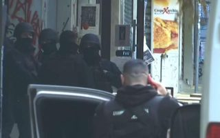 police-searching-apartment-building-in-exarchia
