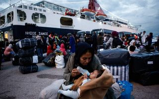 another-1-000-refugees-to-be-transferred-to-the-mainland-by-monday