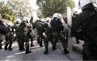 athens-coastal-avenue-closed-as-students-clash-with-riot-police