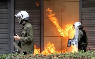 riot-police-units-targeted-in-downtown-athens