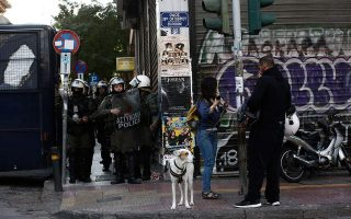 police-evacuate-squat-in-central-athens-detain-four