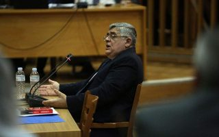 michaloliakos-takes-the-stand-in-golden-dawn-trial