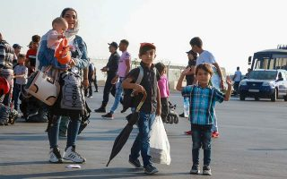 nearly-200-migrants-arrive-in-piraeus-from-islands