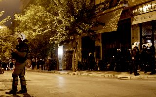 police-arrest-28-detain-13-prevent-rooftop-attacks-in-athens0