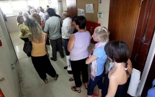 greeks-refrain-from-paying-taxes-during-traditional-holiday-month