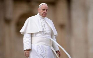pm-speaks-with-pope-francis-invites-him-to-greece