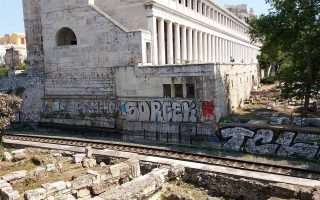 city-of-athens-removing-ugly-graffiti