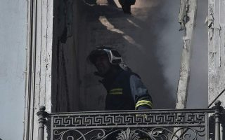 fire-in-abandoned-listed-building-in-athens-under-control