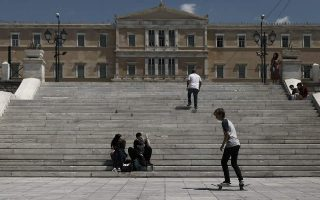 greek-coronavirus-infections-rise-to-2-744-one-new-death