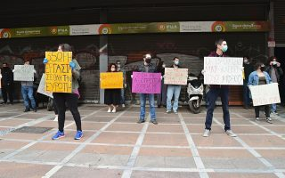 syriza-youth-protest-outside-labor-ministry