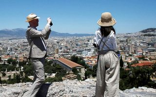 greece-clarifies-policy-to-allow-tourists-from-all-nations