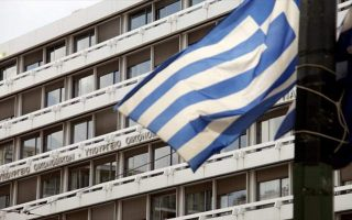 greek-economy-shrinks-in-first-quarter-contraction-deepens0