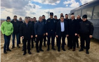 ahepa-donates-equipment-to-greek-police