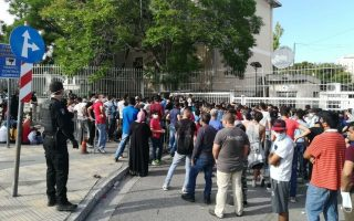 migration-ministry-extends-residence-permits-to-avert-crowding