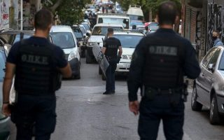 police-evacuate-two-squats-in-central-athens