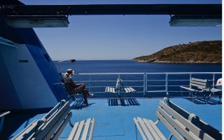 greece-welcomes-foreign-visitors-restarts-summer-tourism