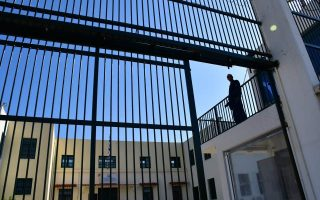 weapons-cellphones-seized-at-korydallos-prison