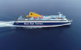 captain-helps-deliver-baby-in-ferry0