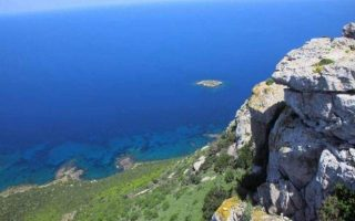 car-plunges-into-the-sea-in-paphos