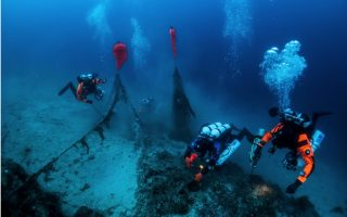 divers-haul-ghost-nets-from-submarine-wreck-in-greece-s-ionian-sea