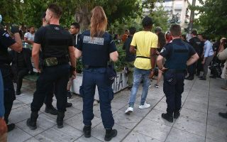 authorities-scrambling-to-assist-athens-refugees