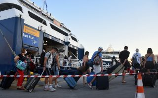 passenger-traffic-starts-picking-up-at-piraeus0