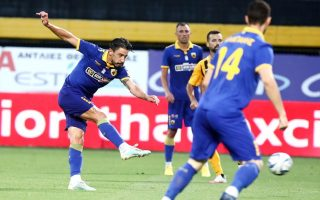 aek-moves-two-points-clear-of-paok-in-second