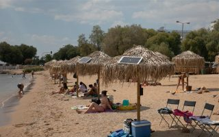 athens-beachgoers-use-sun-to-charge-devices