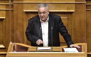 communist-party-mp-asks-to-serve-as-doctor-in-larissa