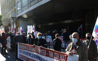 greek-civil-servants-on-24-hour-strike0