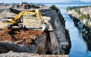 work-to-reopen-corinth-canal-continues