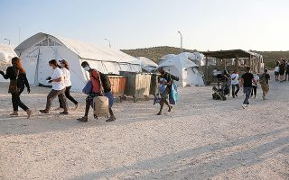 greece-to-build-new-camps-cut-migrant-reception-stays-on-islands0
